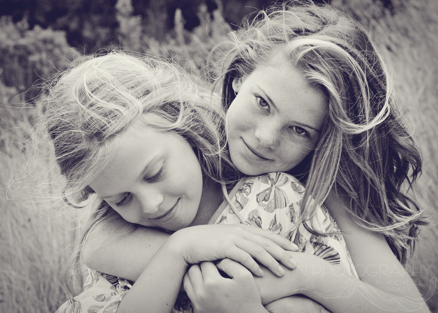 sisters photographed by michelle pragt